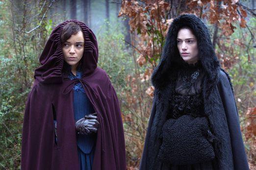 Salem - Tituba (l.) und Mary erkennen, dass sie einen neuen Schachzug wagen m...