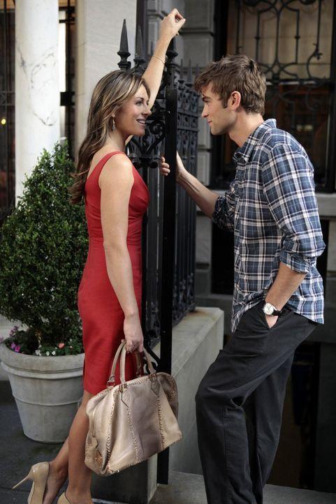 Nate (Chace Crawford, r.) verbündet sich unerwartet mit Diana (Elizabeth Hurley, l.), die ihm eine aufregende Möglichkeit bietet, während Blair Besu... - Bildquelle: Warner Bros. Television
