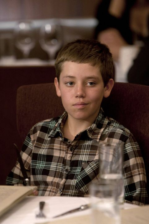Auch Carl (Ethan Cutkosky) ist beim großen Familienessen, zu dem Steve die Gallaghers mitnimmt, eingeladen ... - Bildquelle: 2010 Warner Brothers