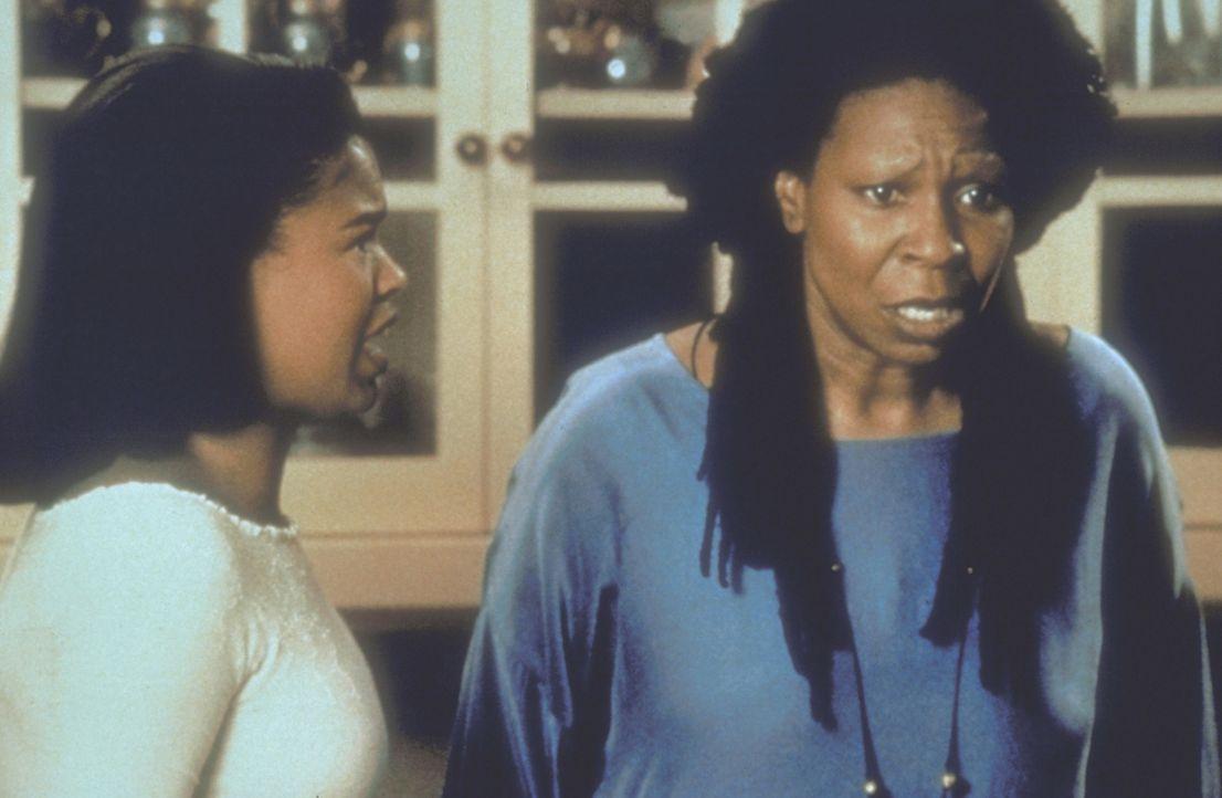 Made in America: Die 17-jährige Zora (Nia Long, l.) erfährt von ihrer Mutter Sarah (Whoopi Goldberg, r.), dass sie das Resultat einer Spende aus d... - Bildquelle: Warner Bros.