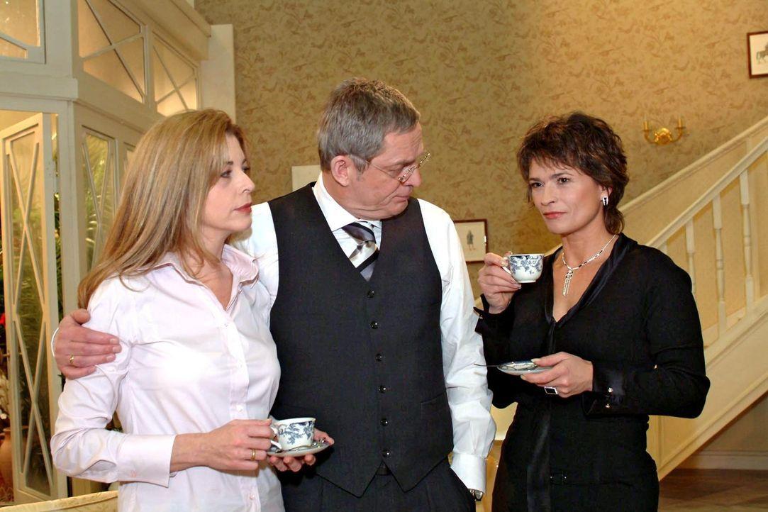 Sophie (Gabrielle Scharnitzky, r.) streut bewusst in einem Gespräch mit Friedrich (Wilhelm Manske, M.) und Laura (Olivia Pascal, l.) das Gerücht,... - Bildquelle: Sat.1
