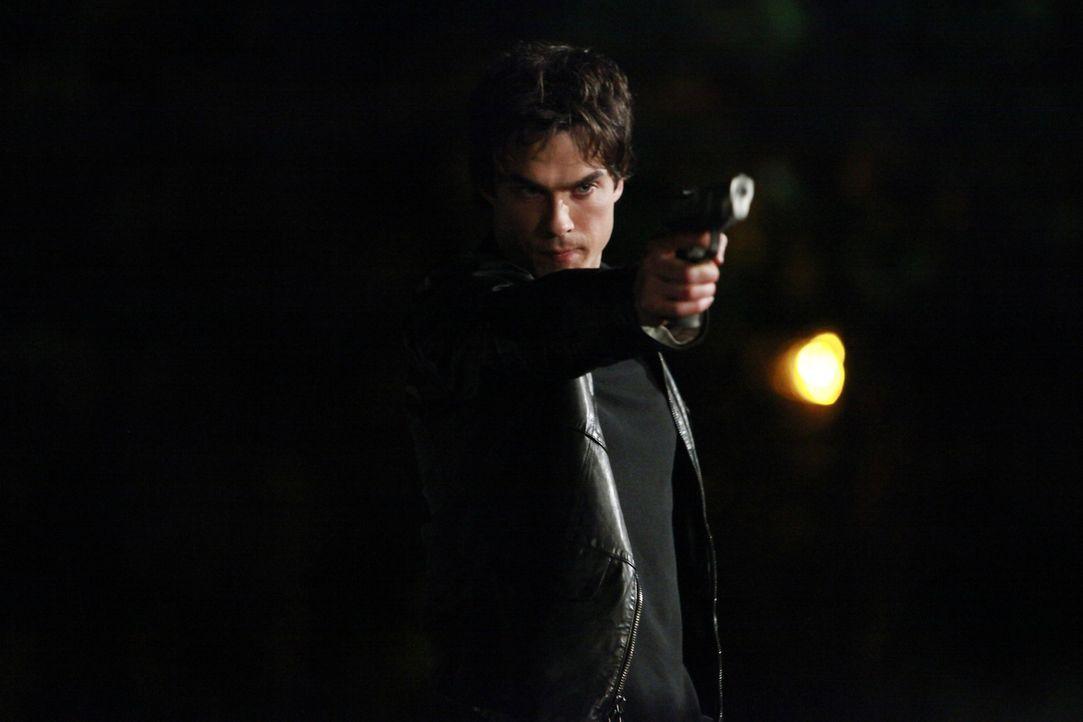 Damon (Ian Somerhalder) ist fest dazu entschlossen, Logan zu töten. Doch als der ihm sagt, man könne den Zauber auf der Gruft von Katherine brechen,... - Bildquelle: Warner Brothers