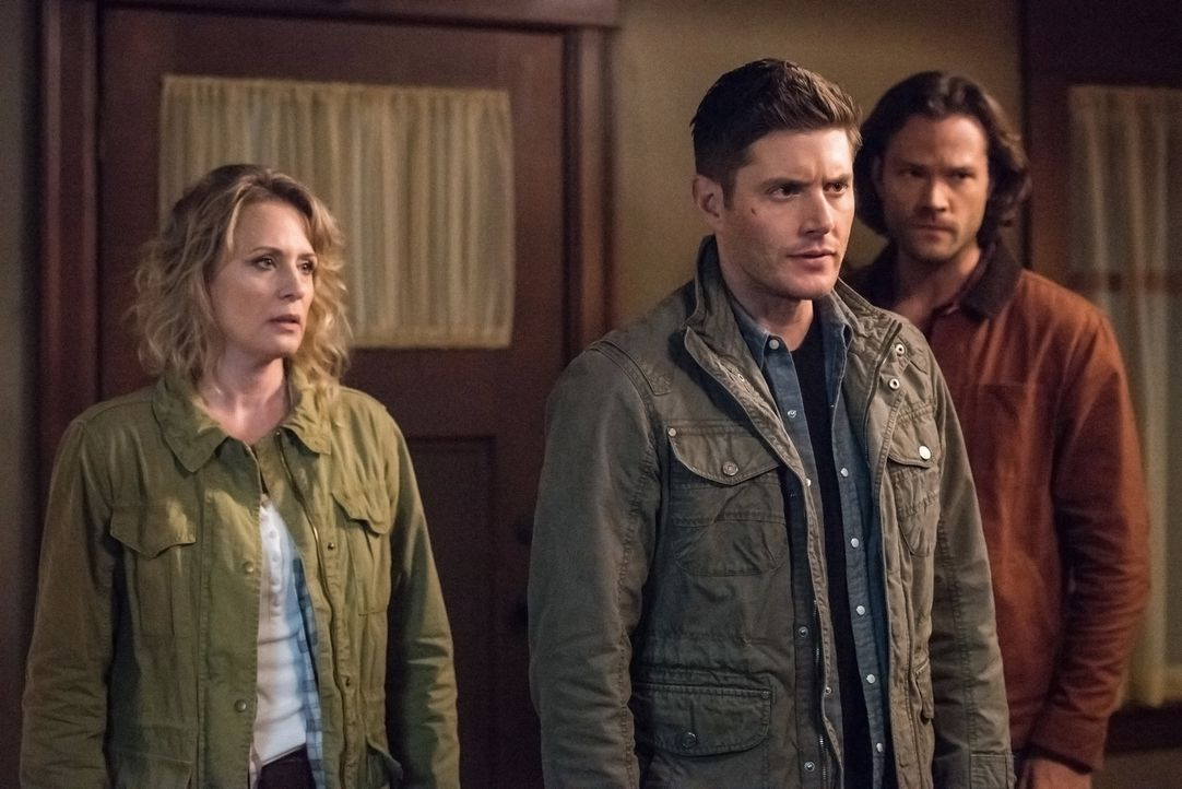 (v.l.n.r.) Mary Winchester (Samantha Smith); Dean Winchester (Jensen Ackles); Sam Winchester (Jared Padalecki) - Bildquelle: Jack Rowand 2016 The CW Network, LLC. All Rights Reserved/Jack Rowand