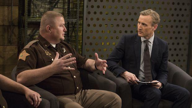 Sieben unschuldige Personen lassen sich von Sheriff Jamey Noel (l.) für 60 Ta...