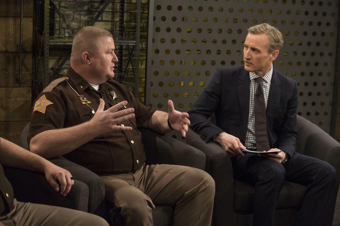 Sieben unschuldige Personen lassen sich von Sheriff Jamey Noel (l.) für 60 Tage im Clark County Gefängnis in Jeffersonville einsperren. Undercover s... - Bildquelle: A&E Television Networks