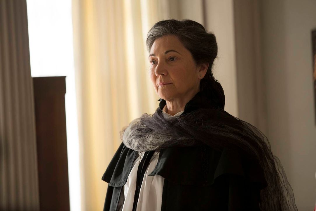 Die Rätin Cecily Pembroke (Robin Bartlett) bringt Cordelia in Bedrängnis ... - Bildquelle: 2013-2014 Fox and its related entities. All rights reserved.