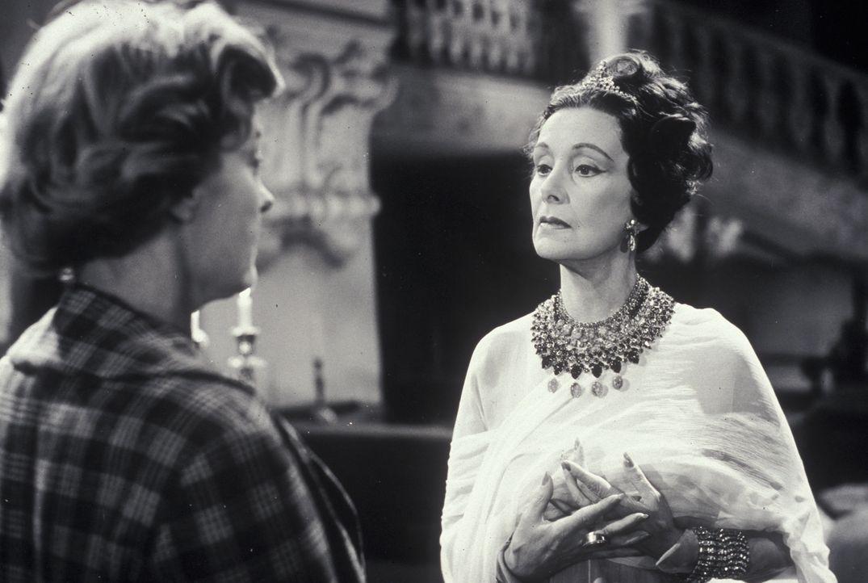 Lady Leonora Moron (Lil Dagover, r.) erteilt Mary Pinder (Marianne Hoppe, l.) einen Auftrag ... - Bildquelle: Constantin Film