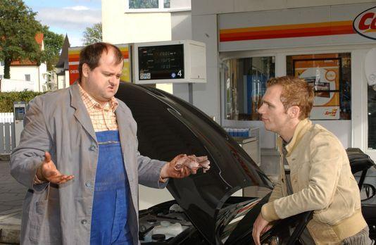Die dreisten Drei - Die Comedy WG - An der Tankstelle: Markus Majowski (l.) u...