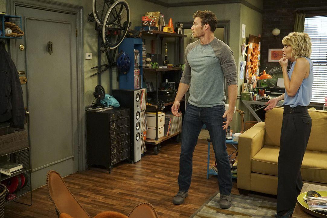 Danny (Derek Theler, l.); Riley (Chelsea Kane, r.) - Bildquelle: Eric McCandless ABC Family