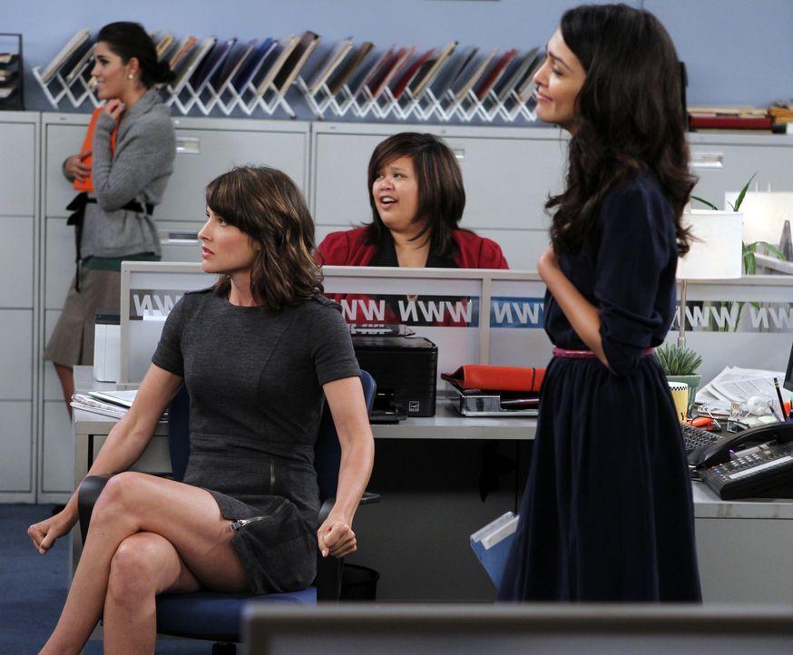 Während sich Ted in Lilys Schwangerschaft einmischt, kommt Robin (Cobie Smulders, 2.v.l.) nicht damit klar, dass Nora (Nazanin Boniadi, r.) und Bar... - Bildquelle: 20th Century Fox International Television