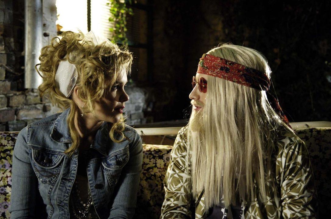 Rückblende: Björn (Oliver K. Wnuk, r.) hatte sich damals schon in Vic (Anna Kubin, l.) verliebt – doch da kam etwas dazwischen … - Bildquelle: Gordon Mühle ProSieben