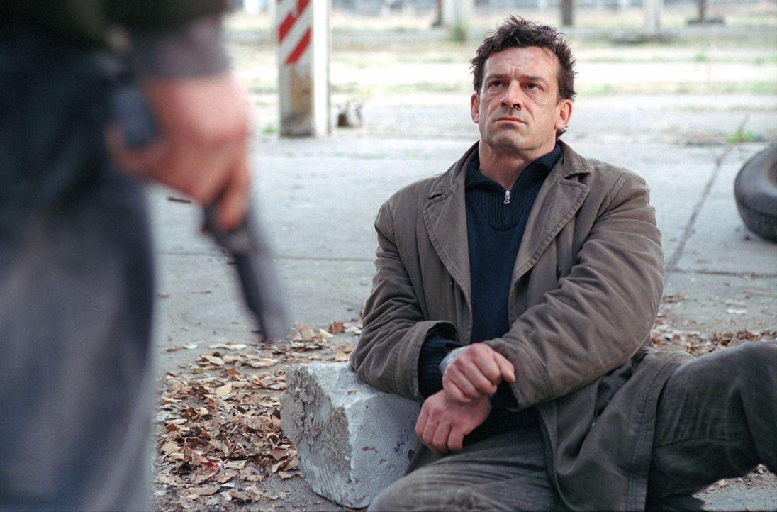 Florian versucht Steiner (Thomas Sarbacher) von seiner Unschuld zu überzeugen. - Bildquelle: Thomas Kost Sat.1