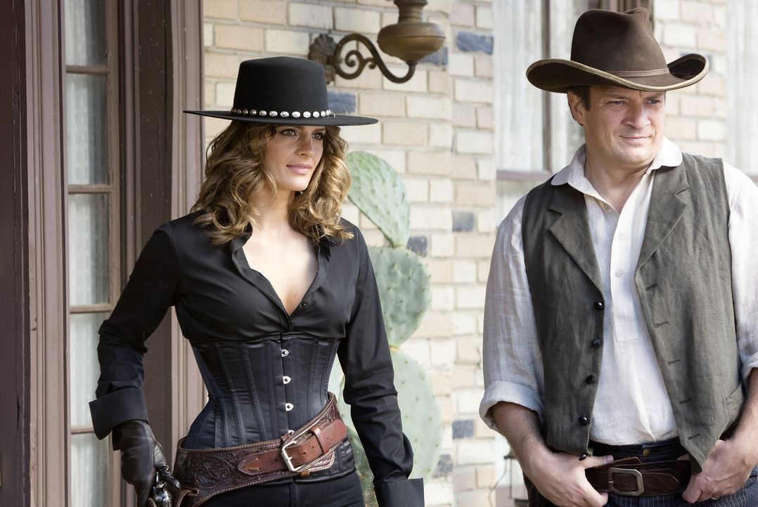 Ein neuer Fall führt Castle (Nathan Fillion, r.) und Beckett (Stana Katic, l.) in ein Wild-West-Resort ... - Bildquelle: ABC Studios