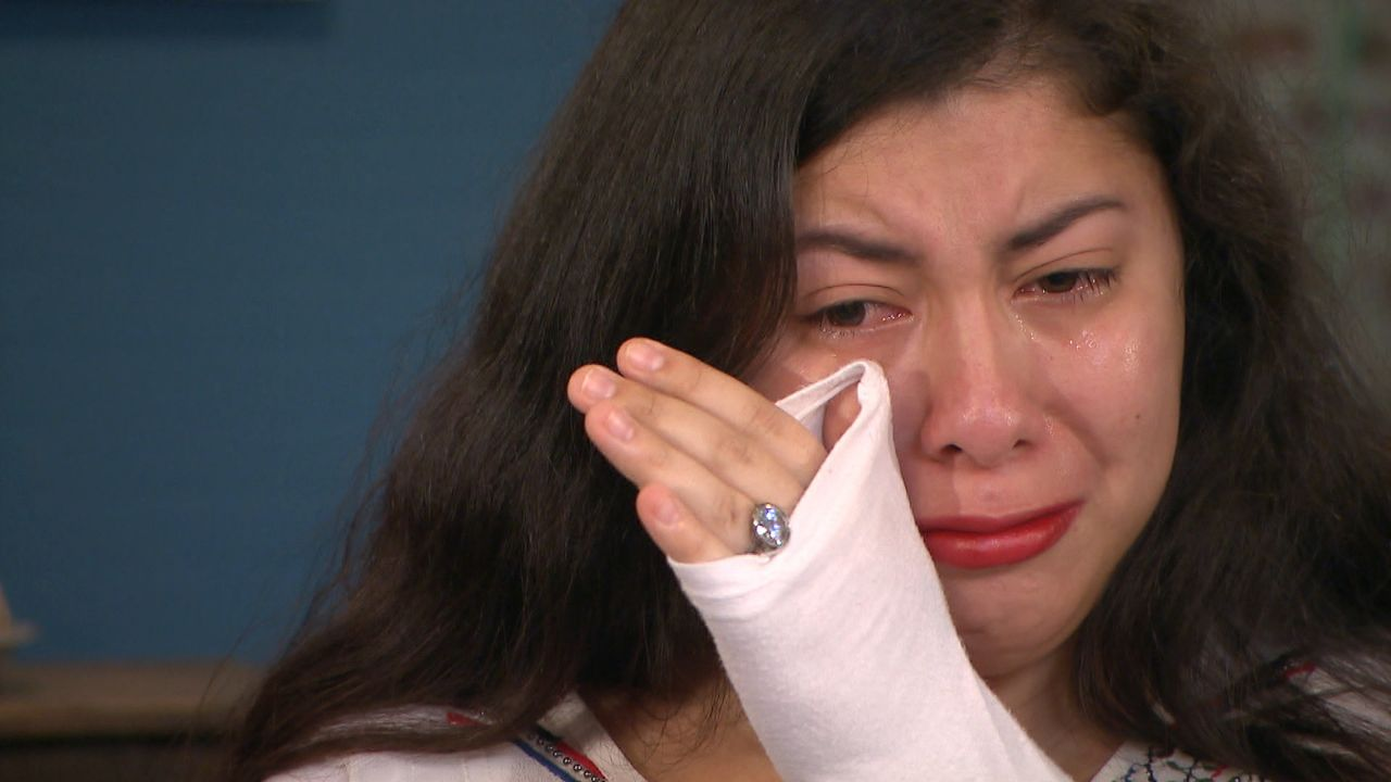 Als Baby wurde Julia Rosalinda von einer österreichischen Familie adoptiert. Schon lange fragt sie sich, warum ihre guatemaltekische Mutter sie wegg... - Bildquelle: SAT.1