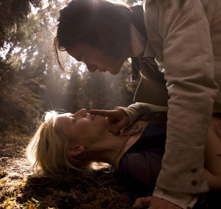 Er ist sich sicher, dass sein Herz bereits einer anderen gehört, doch Tristan (Charlie Cox, oben) kann sich der Schönheit von Yvaine (Claire Danes,... - Bildquelle: 2006 Paramount Pictures. All Rights Reserved.
