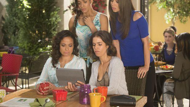 Als Zoila (Judy Reyes, vorne l.), Marisol (Ana Ortiz, vorne r.), Rosie (Dania...