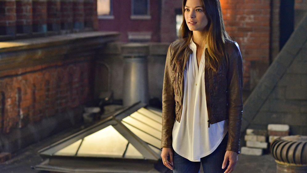 Versucht, mehr über Vincents Mission herauszufinden: Catherine (Kristin Kreu... - Bildquelle: 2013 The CW Network, LLC. All rights reserved.