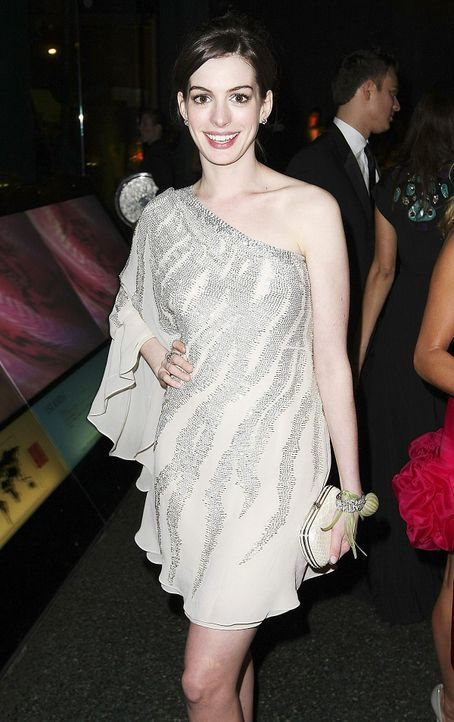 anne-hathaway-08-03-12-getty-afpjpg 1200 x 1910 - Bildquelle: getty-AFP