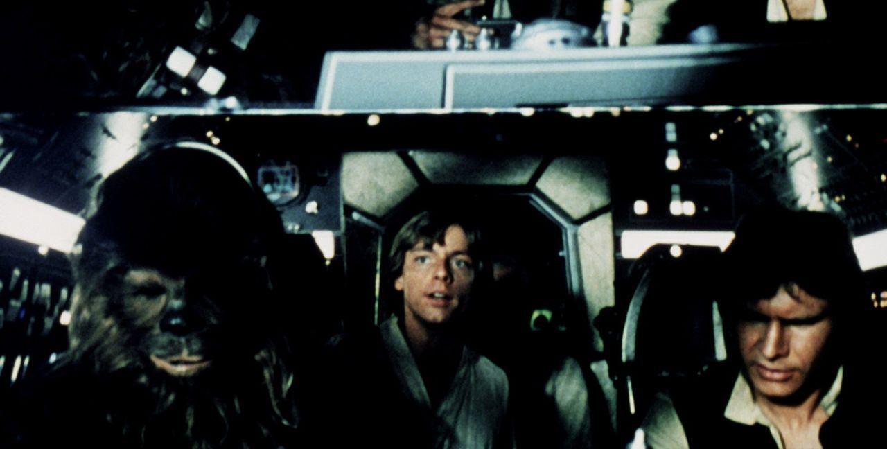 Chewbacca (Peter Mayhew, l.), Luke Skywalker (Mark Hamill, M.) und Han Solo (Harrison Ford, r.) haben wichtige Neuigkeiten ... - Bildquelle: Lucasfilm LTD. & TM. All Rights Reserved.