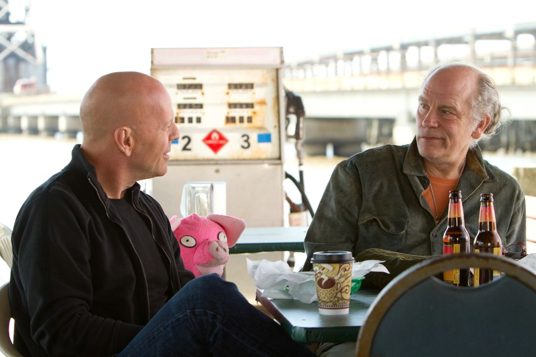 Frank (Bruce Willis, l.) und Marvin (John Malkovich, r.) ahnen noch nicht, dass sie die letzten lebenden Mitglieder auf einer Todesliste sind ... - Bildquelle: 2010 Concorde Filmverleih GmbH