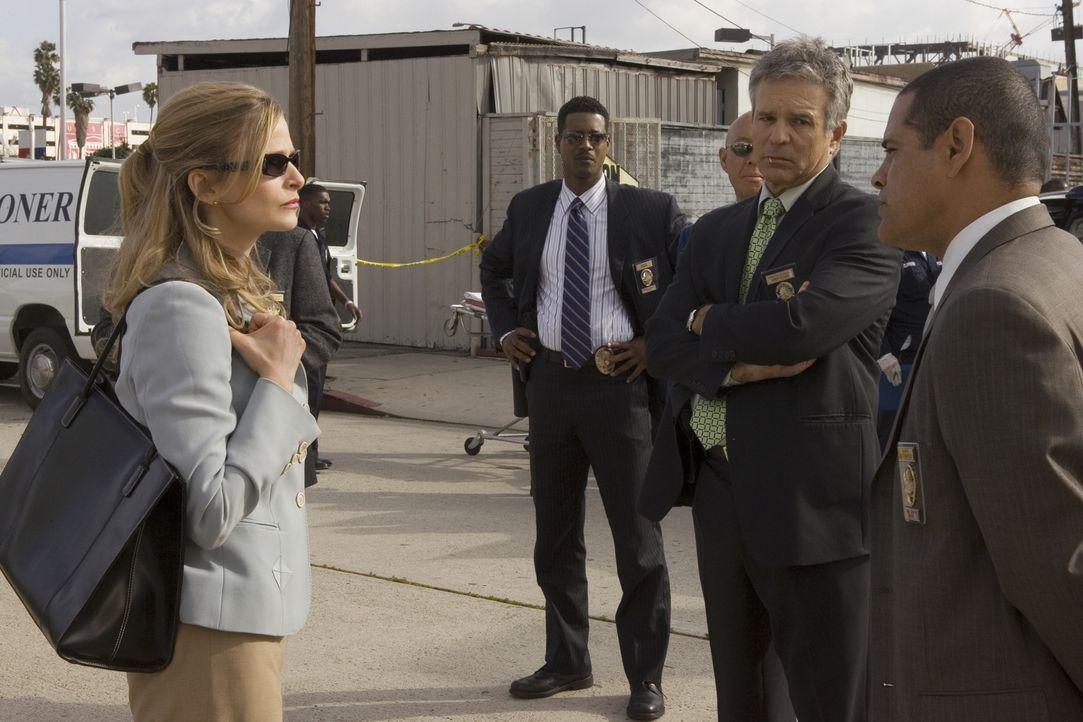 Geht es in ihrem neuen Fall tatsächlich nur um eine Schießerei zwischen Gangs? Brenda und ihr Team (v.l.n.r.: Kyra Sedgwick, Corey Reynolds, Anthony... - Bildquelle: Warner Brothers