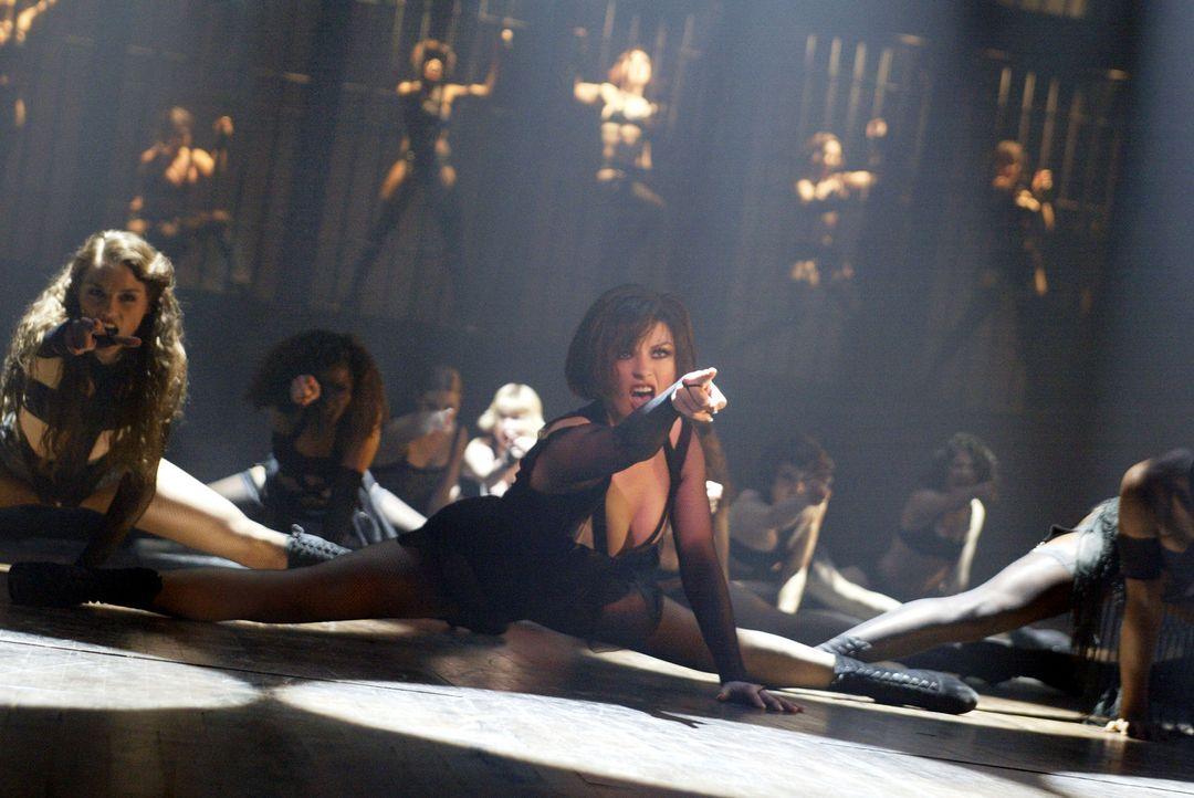 Im Chicago der 20er Jahre ist die glamouröse Tänzerin Velma Kelly (Catherine Zeta-Jones, r.) der absolute Mittelpunkt der Nachtclubszene. Die Män... - Bildquelle: Miramax Films