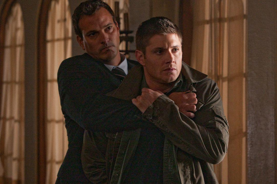 Was hat Crowley (Mark Sheppard, l.) mit Dean (Jensen Ackles, r.) vor? - Bildquelle: Warner Bros.