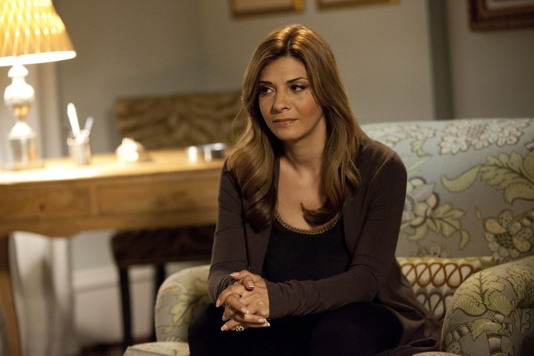 Ein neuer Klient wartet auf Dani (Callie Thorne) ... - Bildquelle: 2011 Sony Pictures Television Inc. and Universal Network Television LLC.  All Rights Reserved.