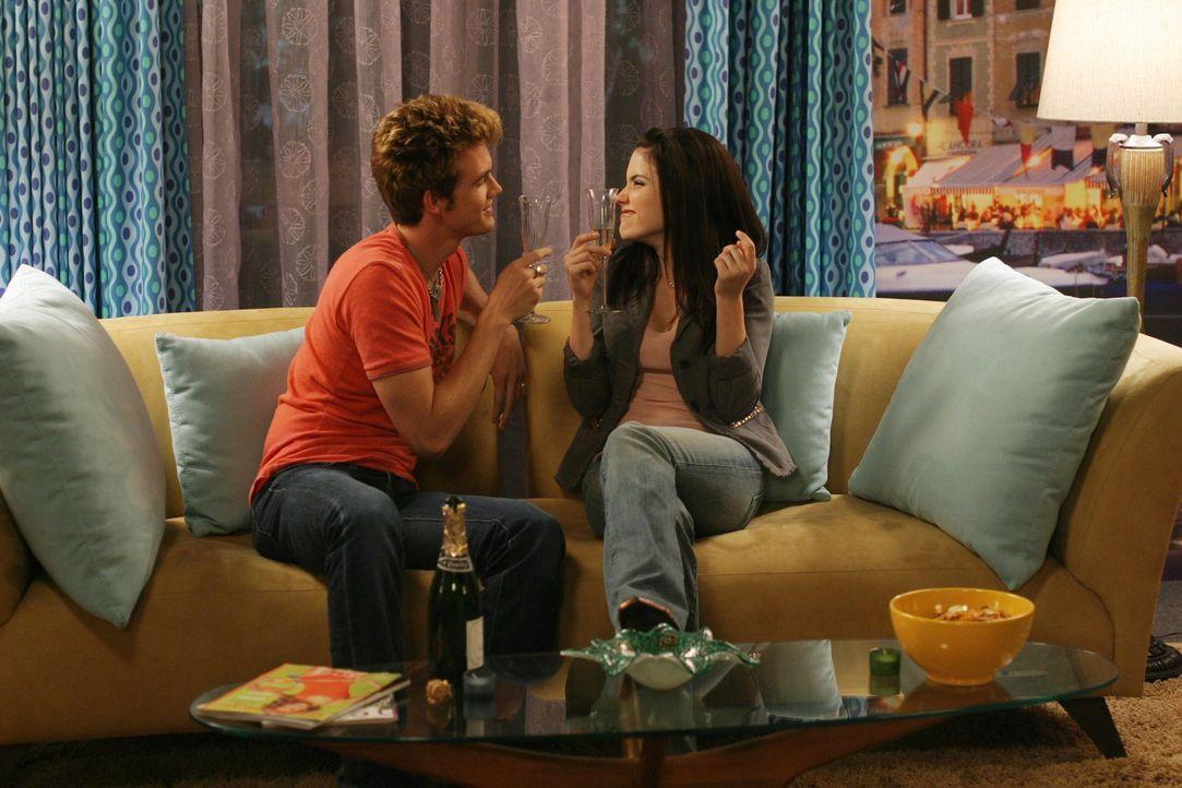 """Brooke (Sophia Bush, r.) hat eine ungewöhnliche Idee: Sie organisiert eine """"Traumfreund-Wahl"""" - plötzlich hat sie allerdings keine Lust mehr auf i... - Bildquelle: Warner Bros. Pictures"""