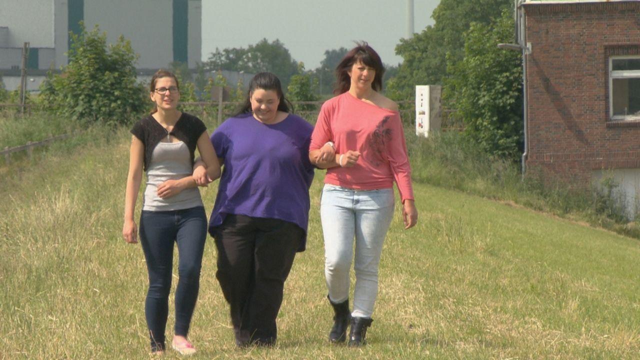 Die drei Schwestern Sandra, Steffi und Linda suchen ihren Vater Karsten. Julia Leischik macht sich auf eine schwierige Suche ... - Bildquelle: SAT.1