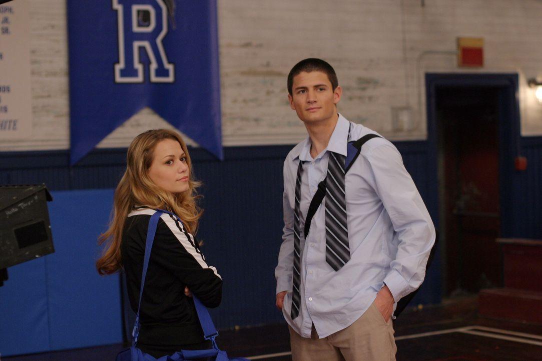 Auch Nathan (James Lafferty, r.) und Haley (Bethany Joy Galeotti, l.) machen sich Gedanken über ihre Zukunft, denn die Highschool neigt sich dem En... - Bildquelle: Warner Bros. Pictures