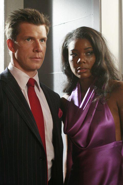 Renee (Gabrielle Union, r.) ist felsenfest überzeugt, dass Betty in Daniel (Eric Mabius, l.) verliebt ist - und deshalb ist sie rasend eifersüchtig... - Bildquelle: Buena Vista International Television