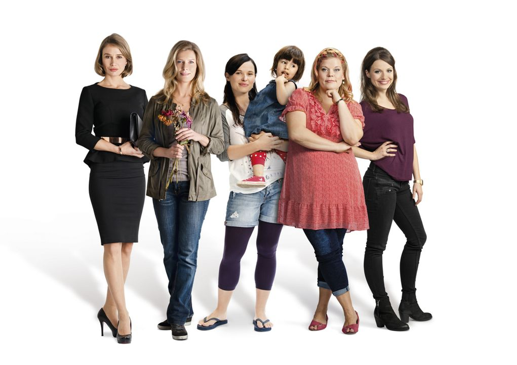 Frauenherzen: (v.l.n.r.) Nadeshda Brennicke, Valerie Niehaus, Anna Fischer, Eleni Oheim, Marie Schöneburg und Julia Hartmann - Bildquelle: Maria Krumwiede SAT.1