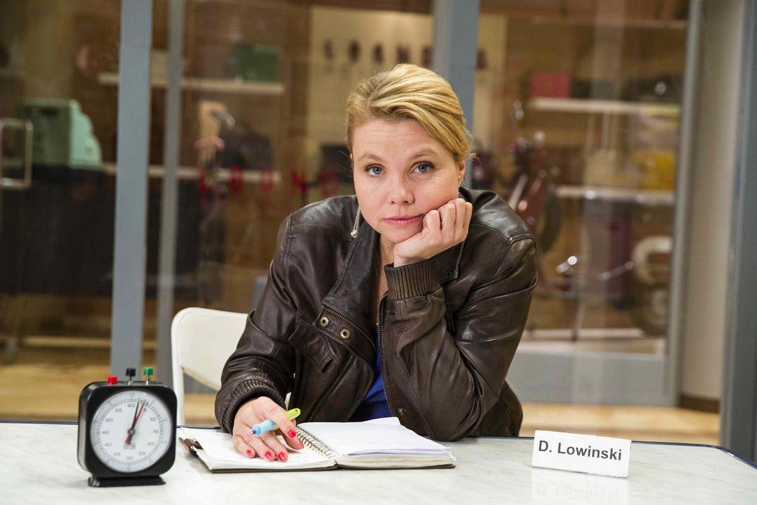 (5. Staffel) - Neue diffizile Fälle warten auf Danni Lowinski (Annette Frier) ... - Bildquelle: Frank Dicks SAT. 1