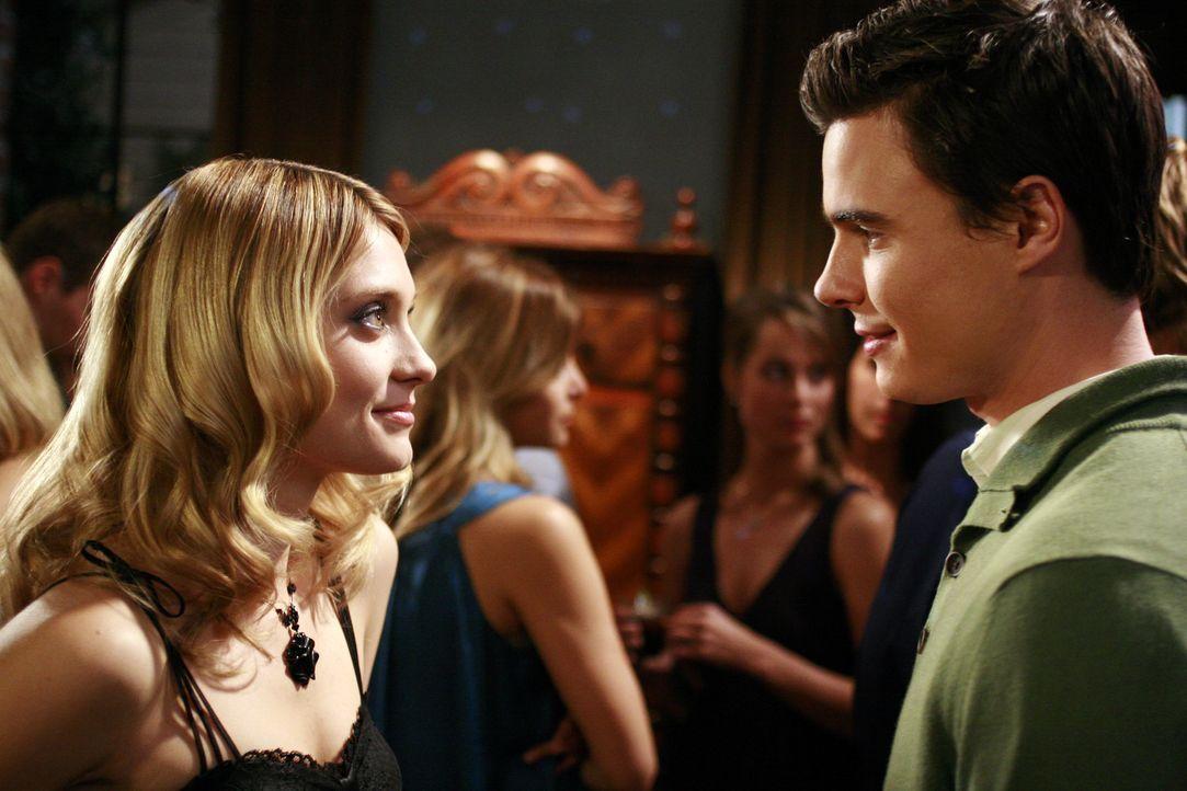 Bei einer Party kommt es zu einem Flirt zwischen Ryan (Ryan Sypek, r.) und Casey (Spencer Grammer, l.) ... - Bildquelle: ABC Family