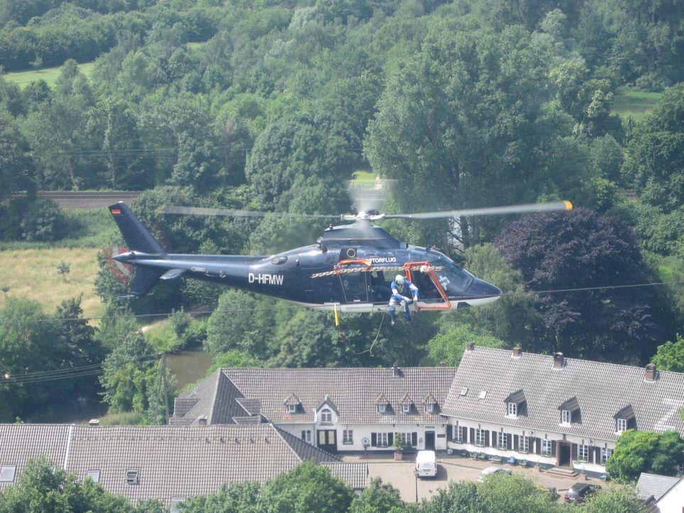 Deutschland von oben - spektakuläre Helikopteraufnahmen und Menschen, die täglich in extremen Höhen arbeiten ... - Bildquelle: kabel eins