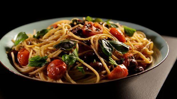 Das leckere Nudel-Rezepte Pasta mit Tomaten, Sardellen und Chili aus Gordon R...