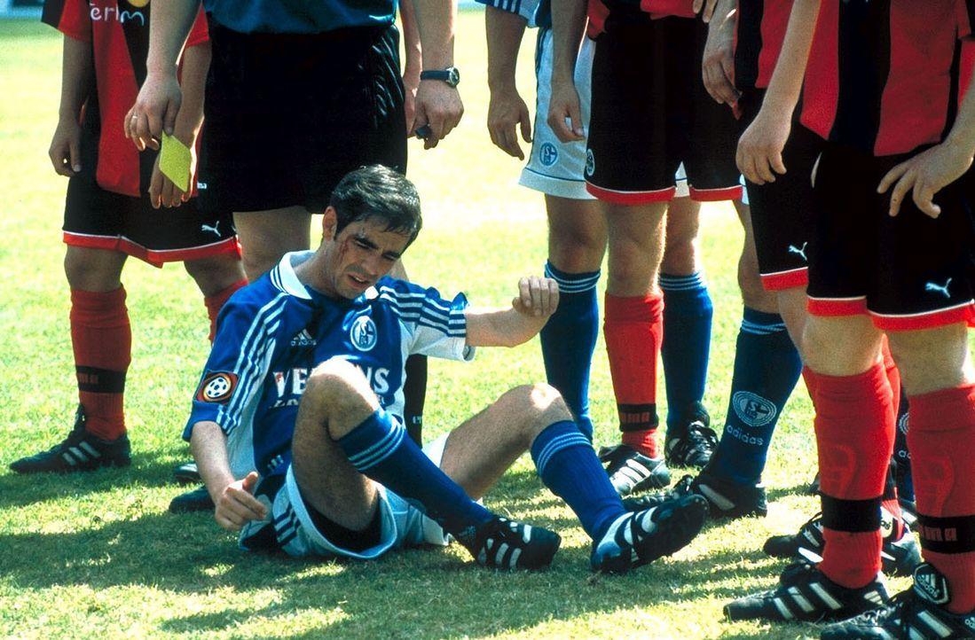 Als Hans und seine Freunde ihren südamerikanischen Fußballstar Dios (Oskar Ortega-Sanchez) zufällig persönlich treffen, bleibt ihnen nur noch eine M... - Bildquelle: Seven Pictures