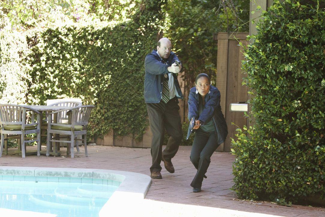 In einem Vorort von Philadelphia gehen Det. Bud Morris (John Carroll Lynch, l.) und Det. Samantha Baker (Sonja Sohn, r.) auf Verbrecherjagd ... - Bildquelle: ABC Studios