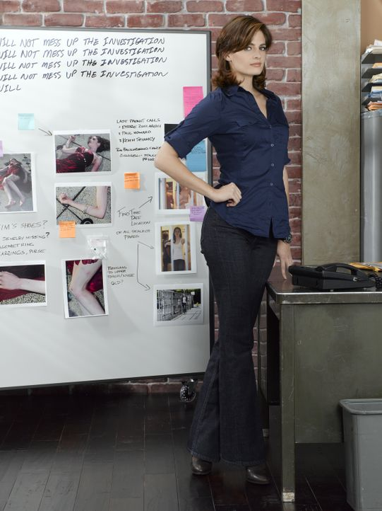 (2. Staffel) - Hat eine Vorliebe für außergewöhnliche Fälle, die in kein Schema passen: Polizistin Kate Beckett (Stana Katic) - Bildquelle: ABC Studios
