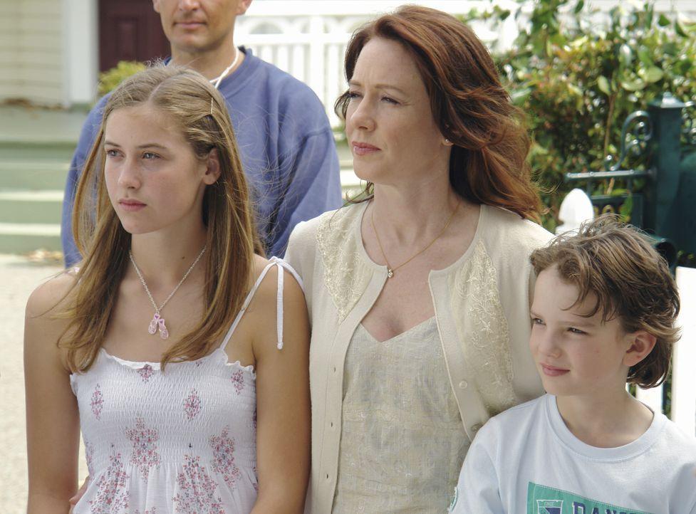 Denise Connelly (Ann Cusack, M.) ist eine starke Frau. Nach dem tragischen Tod ihres Mannes, muss sie nun allein für das Wohlergehen der beiden gem... - Bildquelle: Sony 2007 CPT Holdings, Inc.  All Rights Reserved.