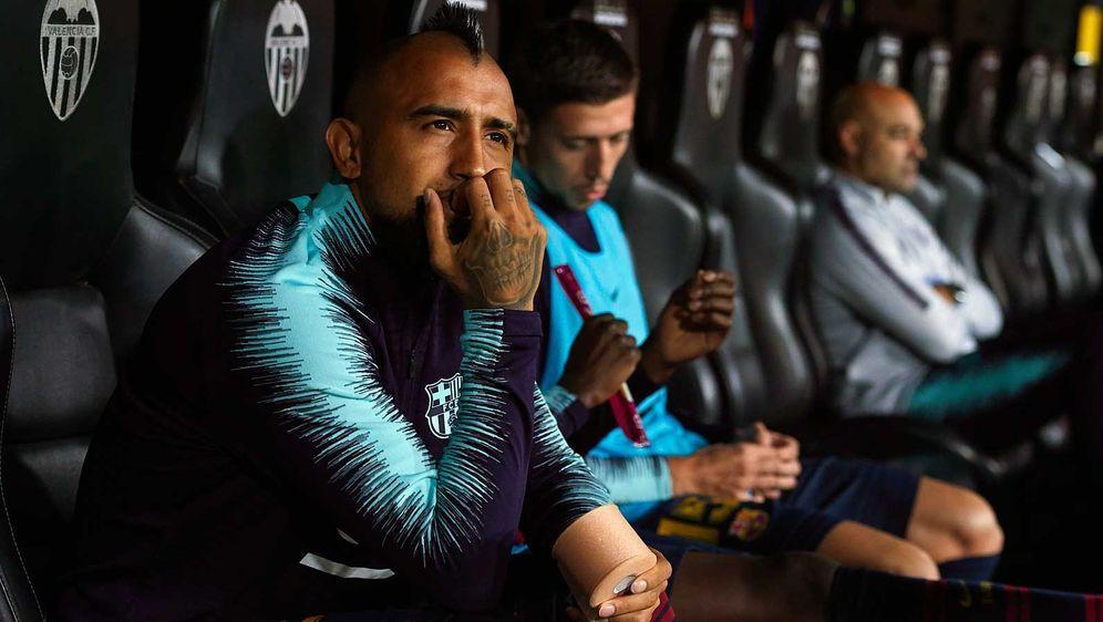 Der frühere Münchner Arturo Vidal ist beim FC Barcelona zumeist nur als Joke... - Bildquelle: 2018 Getty Images
