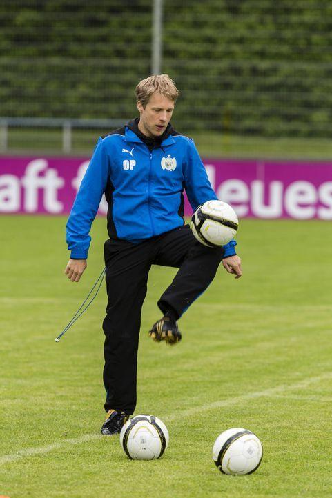 Oliver Pocher stellt seine Mannschaft zusammen. Doch wer wird es ins Mittelfeld schaffen? - Bildquelle: Frank Dicks SAT.1