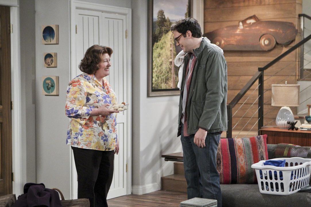 Nathan nervt es, jedes Wochenende für seine Mutter (Margo Martindale, l.) den Chauffeur zu spielen. Er verlangt von ihr, dass sie sich einen anderen... - Bildquelle: 2013 CBS Broadcasting, Inc. All Rights Reserved.