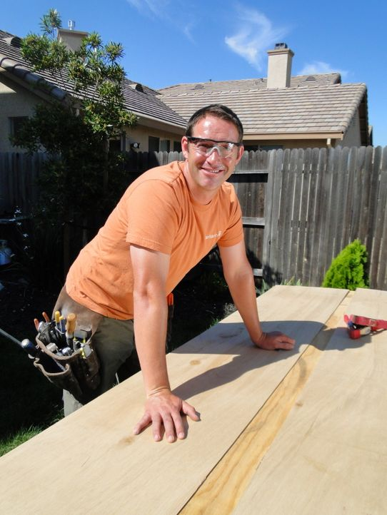 Bauunternehmer Josh Temple möchte dieses Mal eine sehr langweilige und eintönige Küche komplett verändern, damit sie den hippen Bewohnern mit einem... - Bildquelle: 2009, DIY Network/Scripps Networks, LLC