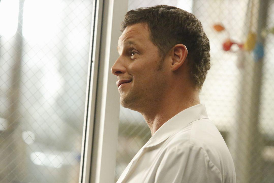 Während sich Alex (Justin Chambers) und die anderen Ärzte Gedanken machen, wie sie April und Jackson helfen können, stehen die beiden vor ihrer schw... - Bildquelle: ABC Studios