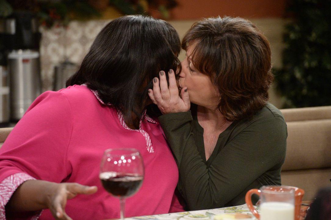 Ob sich zwischen Regina (Octavia Spencer, l.) und Wendy (Beth Hall, r.) eine Liebschaft anbandelt? - Bildquelle: 2015 Warner Bros. Entertainment, Inc.