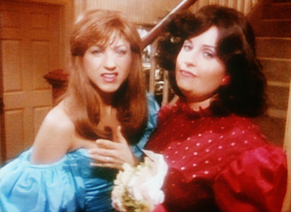 Rachel (Jennifer Aniston, l.) und Monica (Courteney Cox, r.) als Teenager ... - Bildquelle: TM+  2000 WARNER BROS.