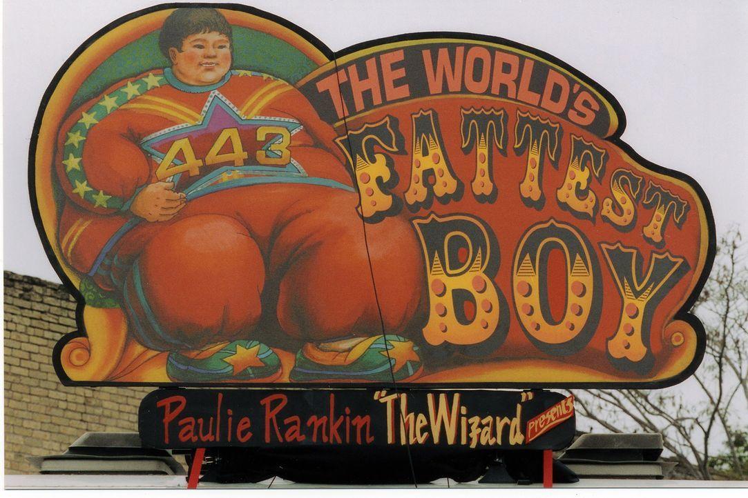Eines Tages kommt ein Schaustellerwagen in die verschlafene Kleinstadt Antler und mit ihm Zachery Beaver, der dickste Junge der Welt. - Bildquelle: Echo Bridge Entertainment LLC
