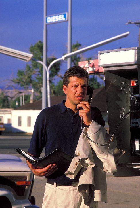 Auf der Flucht vor der Polizei und in dem Glauben, jemanden ermordet zu haben, fällt es Joachim (Kai Wiesinger) immer schwerer, seine Verlobte in Ne... - Bildquelle: Norm Shrewsbury ProSieben
